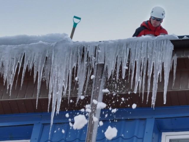 Уборка снега с крыш нормы