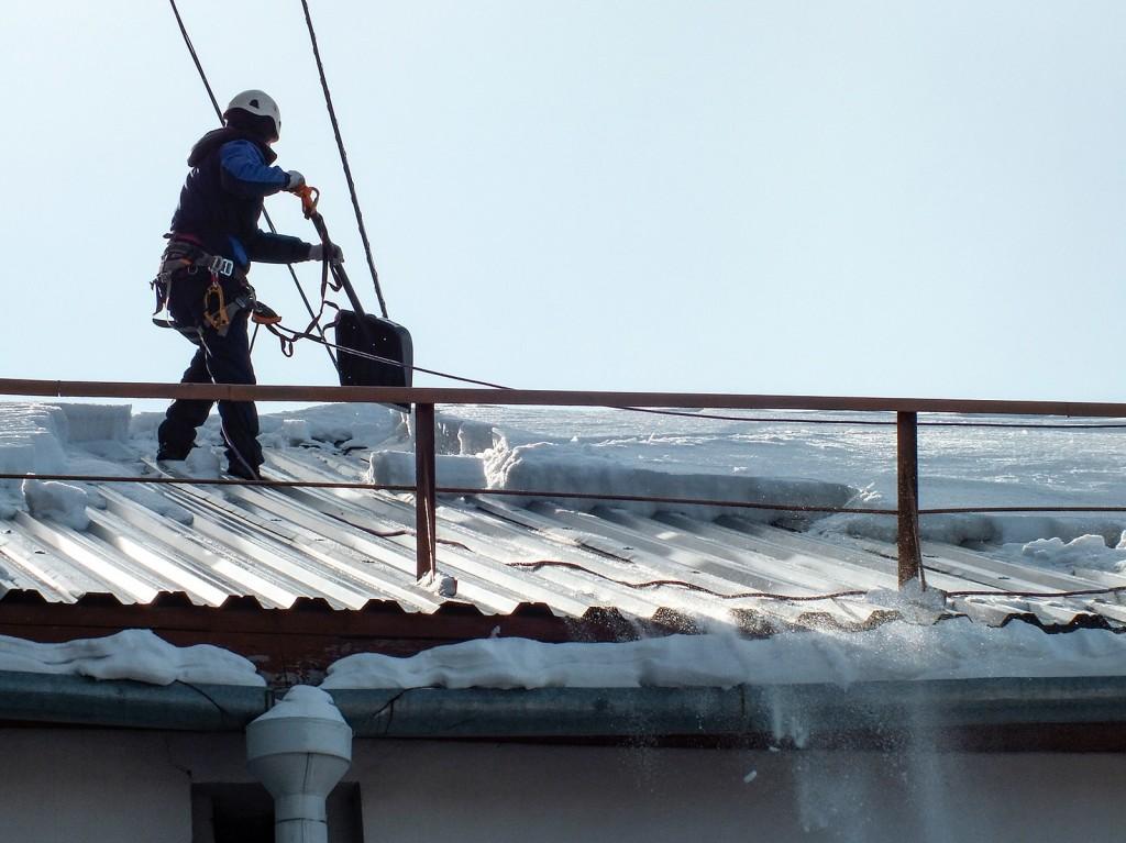 Чистка крыши от наледи